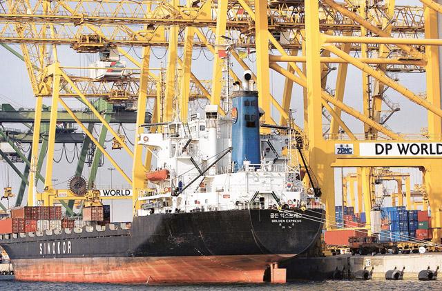 Dubai's non-oil external trade reaches Dh1.182 trillion in 2020