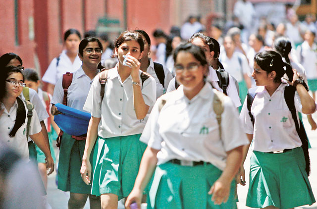 dfdb721f60 Schools seek to enforce modest dress code
