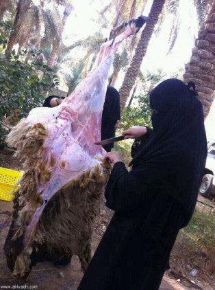 Saudi girl conquers challenge to slaughter and skin sheep