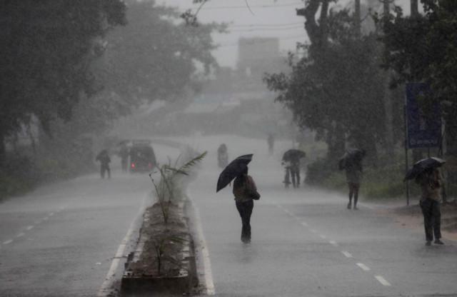Half a million evacuated as cyclone Phailin lashes India