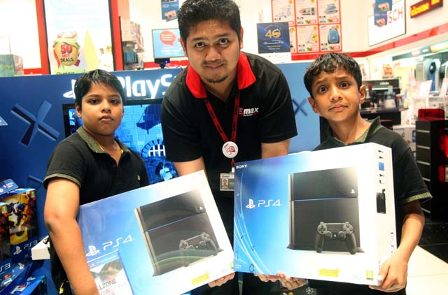 PlayStation 4 launch in UAE: thousands flock to Dubai Mall