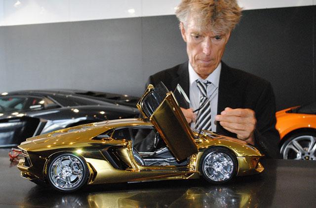 Dh1 2m Gold Model Lamborghini On Display At Dubai Mall