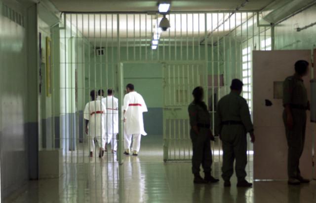 UAE prisoners selling fruit quota to buy phone cards