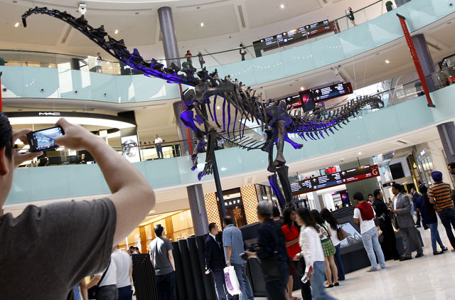Giant dinosaur skeleton unveiled at The Dubai Mall | Uae