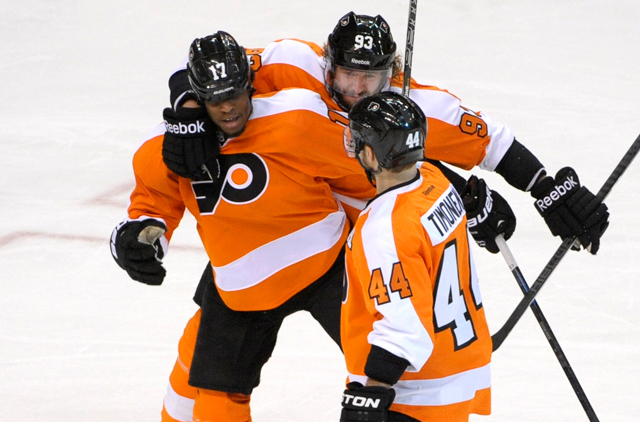 Nhl Wayne Simmonds Helps Flyers Force Play Off Decider