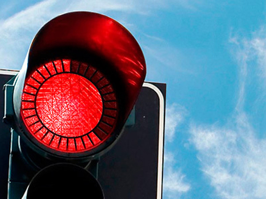 Do UAE motorists know how to stop at traffic lights