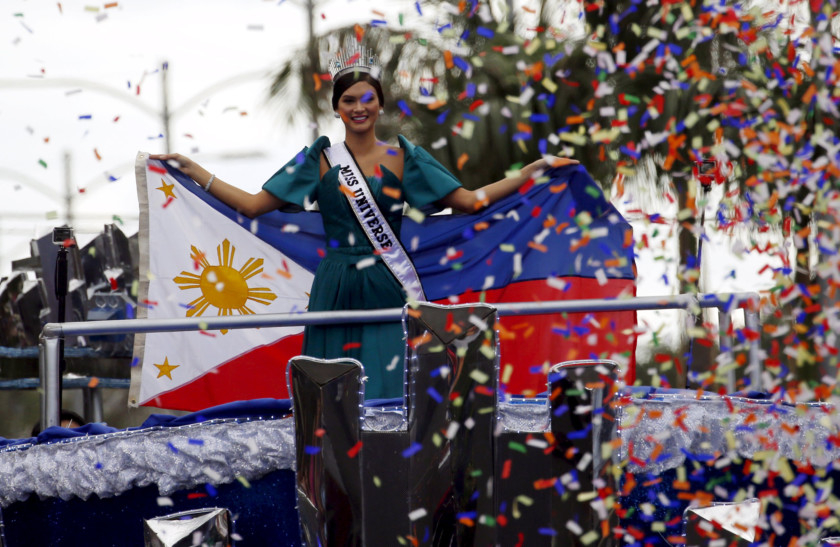 Miss Universe Pia Alonzo Wurtzbach paralyses Manila