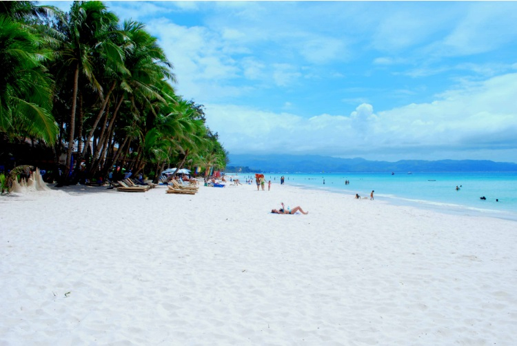 Philippines to close Boracay island to tourists for six