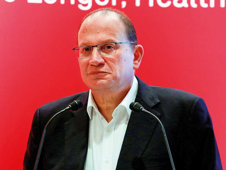 HSBC breaks with tradition, names AIA boss Tucker as chairman
