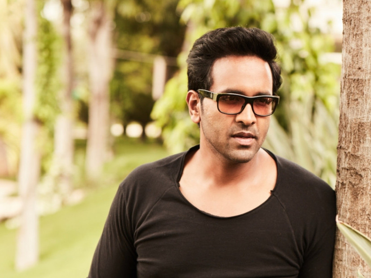 Vishnu Manchu goes romantic in 'Gayatri' | South-indian