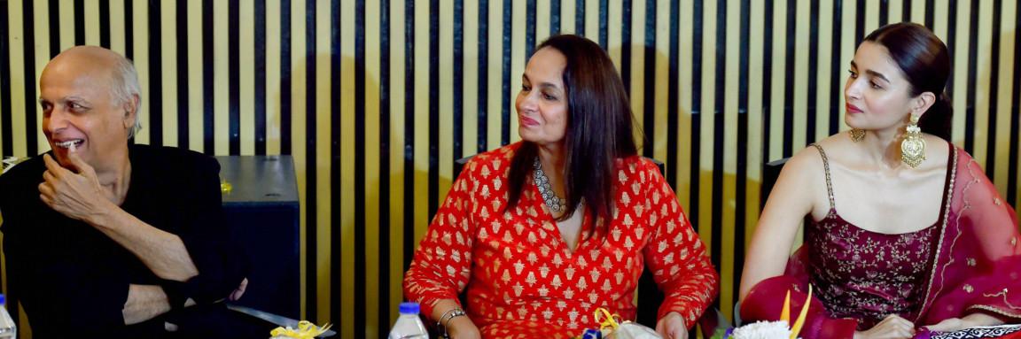 tab Alia Bhatt with family _Kolkata Film Festival