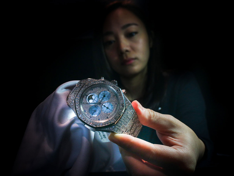 BUS_181114_SOTHEBBY'S-WATCHES-ARAMZAN-8-(Read-Only)