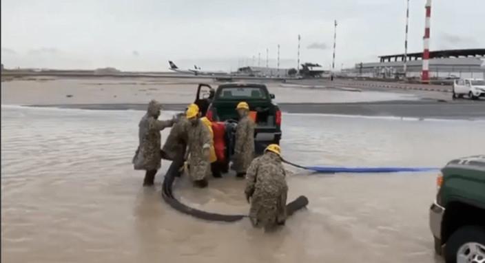 REG_181116 kuwait floods1 Twitter