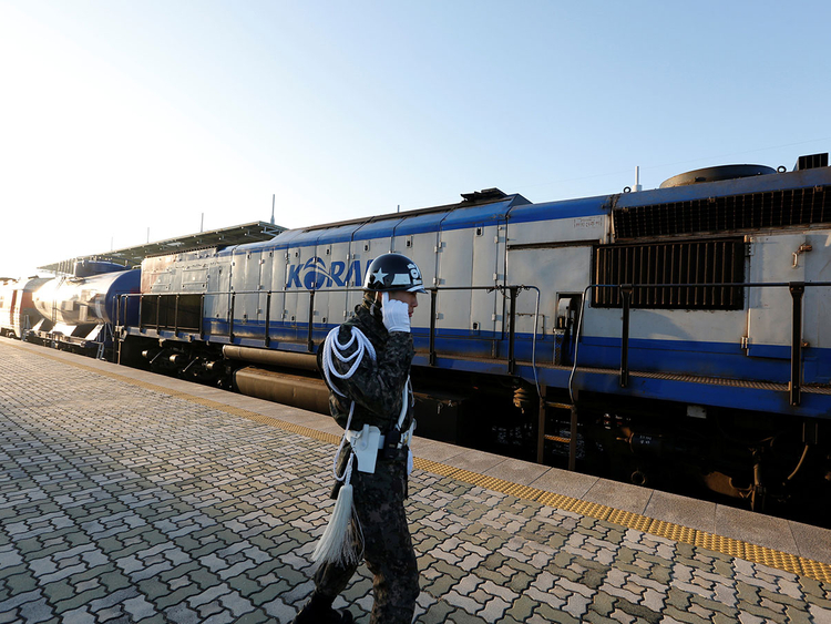 2018-11-30T011231Z_900771346_RC1AF1284CB0_RTRMADP_3_NORTHKOREA-SOUTHKOREA-RAILWAY-(Read-Only)