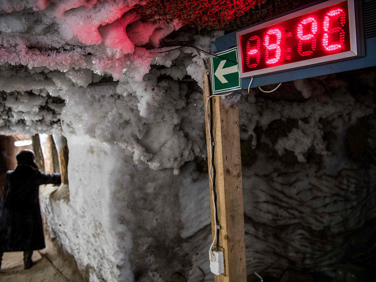 An electronic thermometer - permafrost