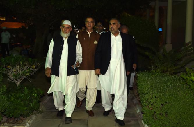 NAT 181205 Asad Qaiser Pakistan4
