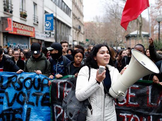 School children demonstrate in Paris 08122018