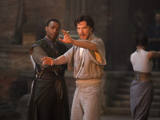 tab Chiwetel Ejiofor and Benedict Cumberbatch in Doctor Strange (2016)