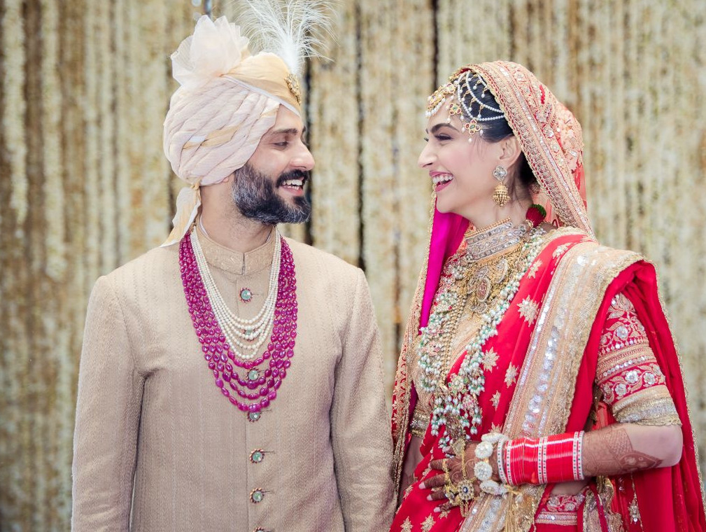 tab Sonam Kapoor and Anand Ahuja