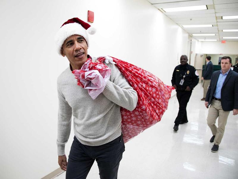 Barack Obama delivering gifts as Santa 20122018