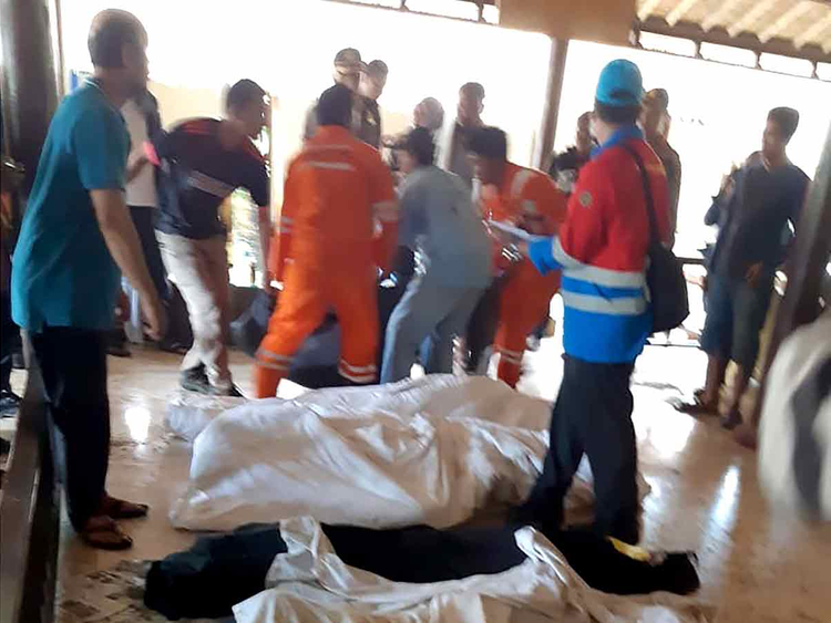 Tsunami Indonesia many dead 23122018