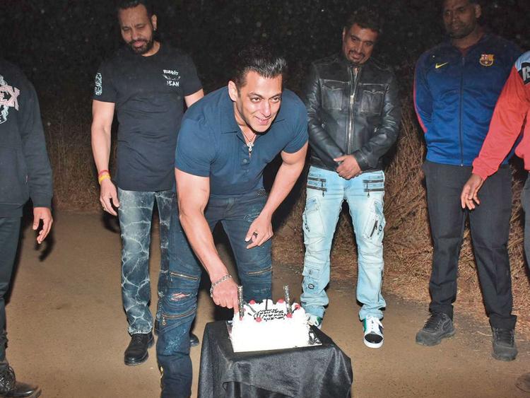 tab-Salman-Khan-b'day-(2)-(Read-Only)