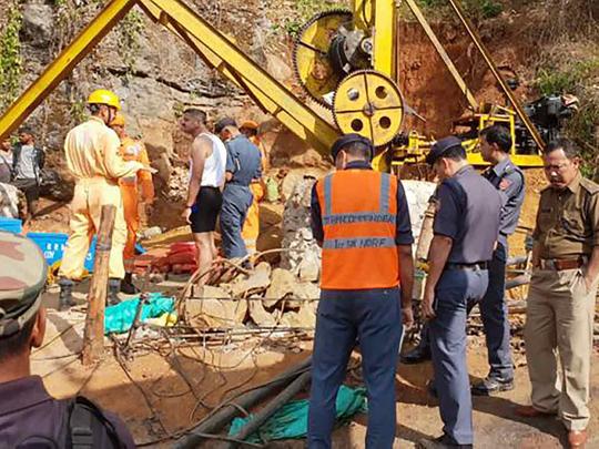 Coal mine Meghalaya 28122018
