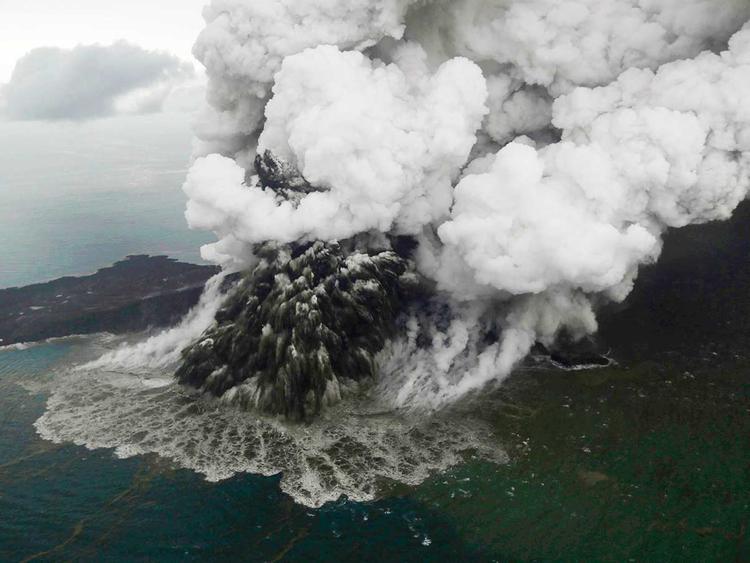 Indonesia volcano Anak Krakatau 29122018