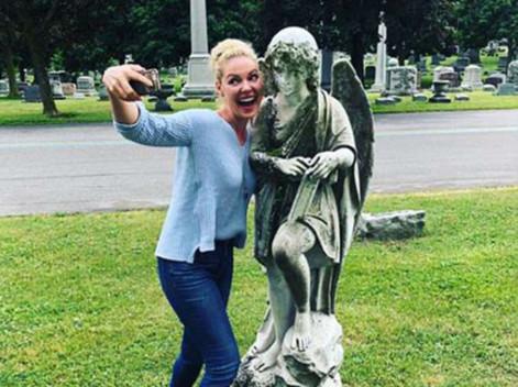 Katherine Heigl selfies in a cemetary