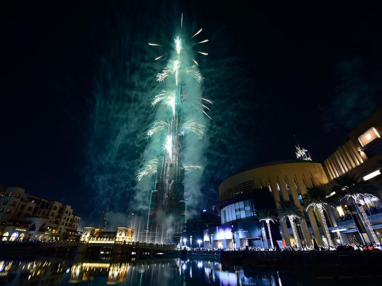 RDS_181229 Burj Khalifa prepares