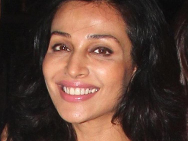 tab Flora Saini (2)
