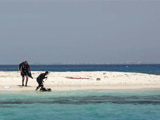 Egypt closes beaches to deter holidaymakers