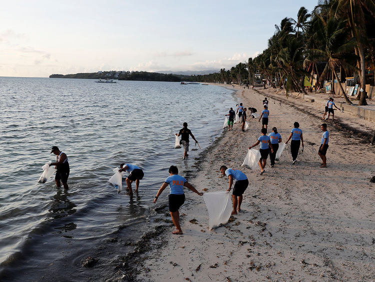 Philippines: Boracay island shuts down for 6 months as clean