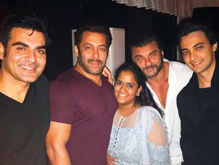 Image result for Salman Khan celebrates Birthday at the Pali Hill home in Sohail