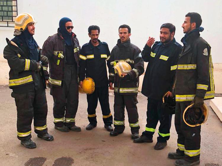 Saudi firefighters rescue family from burning flat | Saudi – Gulf News