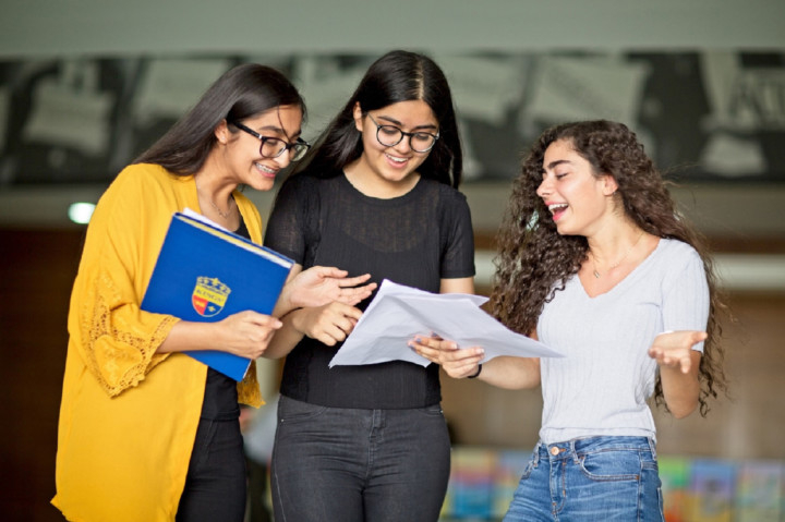 Students in the UAE celebrate IGCSE results | Education