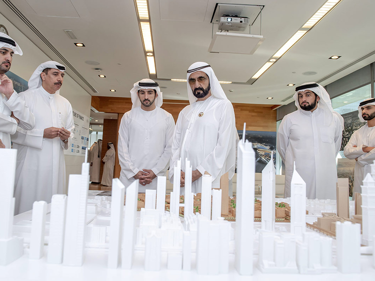 Shaikh Mohammad views a scale model of the DIFC 2.0