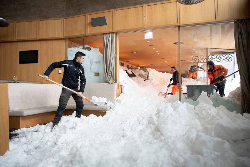 snow switzerland 01