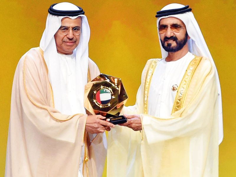 Shaikh Mohammad presents the excellence award to Obaid
