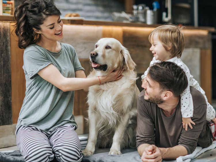 OPN_190118--family-with-a-pet_P2-1547814737634