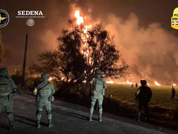 Fuel pipe on fire in Mexico Hidalgo 19012019