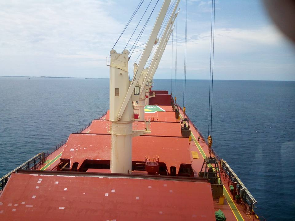 A cargo ship loading nickel ore in Tawi-Tawi 0912