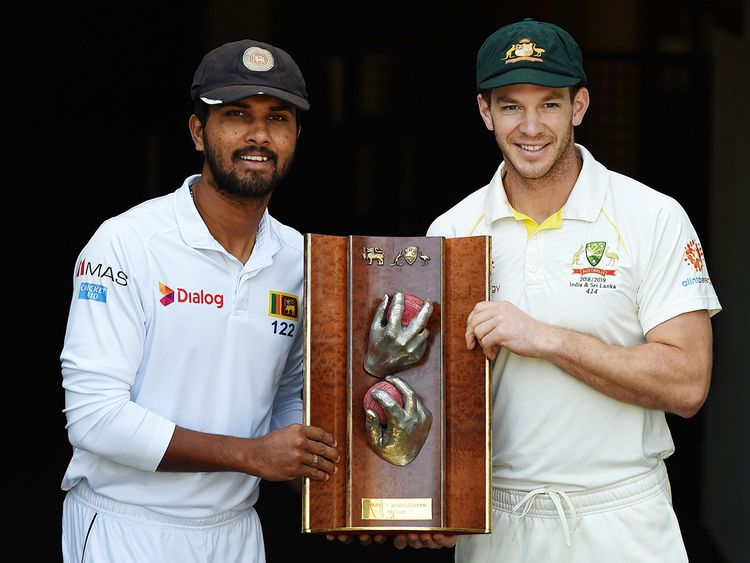 Sri Lanka's captain Dinesh Chandimal (L) and Australia's captain Tim Paine