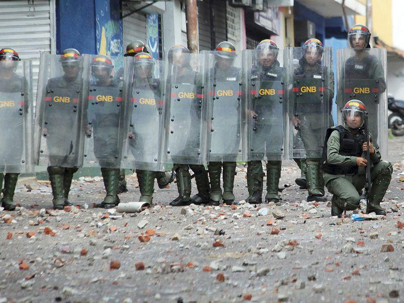 190124 Riot police