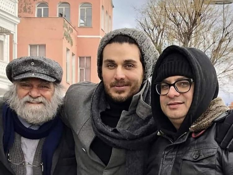 Ahsan-Khan-flanked-by-Manzar-Sehbai-(L)-and-director-Haseeb-Hasan-(R)-on-location-in-Istanbul-1548656770136