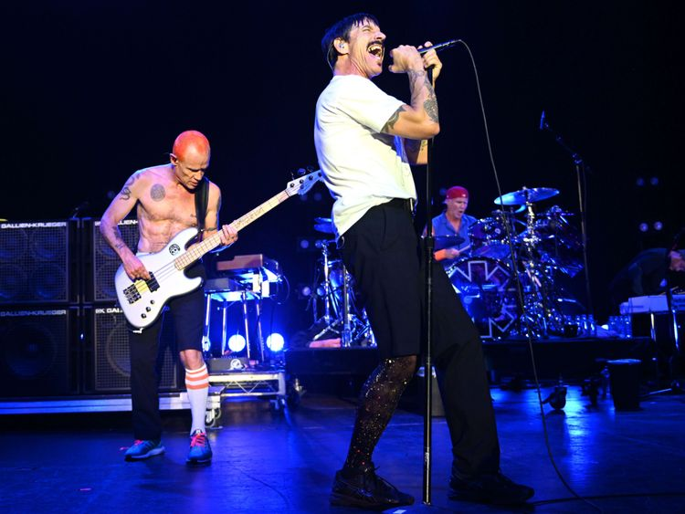 TAB_190128-Red-Hot-Chili-Peppers-1-1548665092744