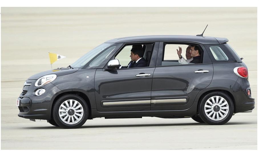 Pope Fiat 500L 0992