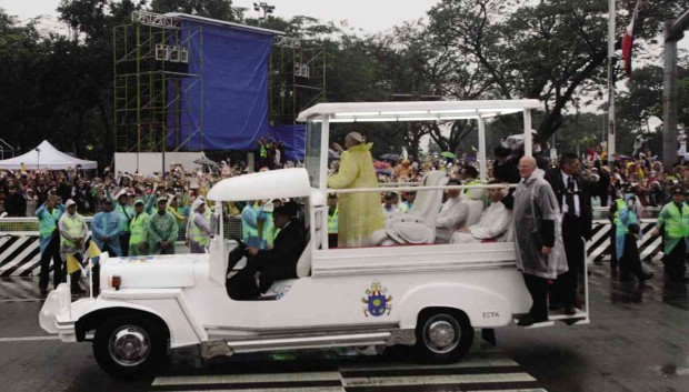 The popemobile which resembles the Philippine jeepney 09