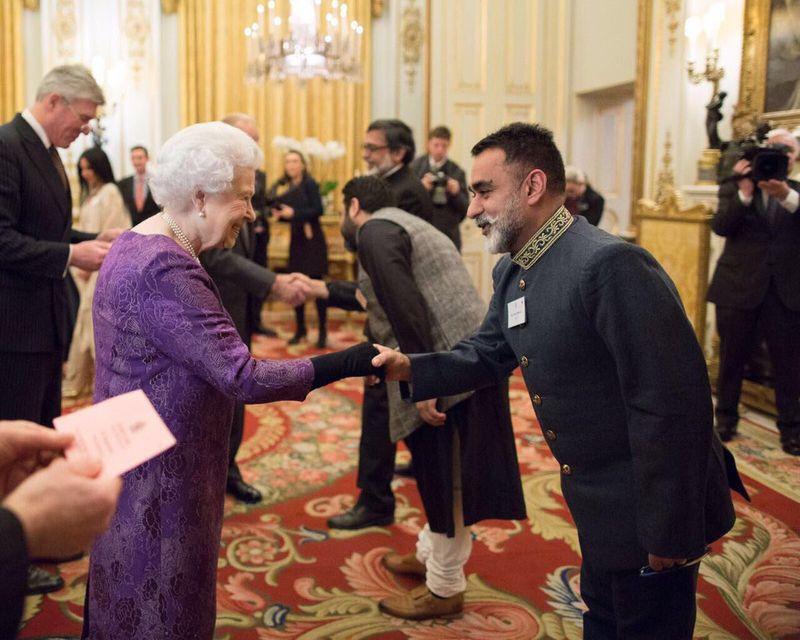 Vineet-Bhatia-with-Queen---Twitter-1548854075340