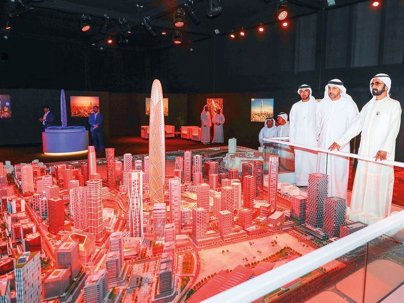 Shaikh Mohammad looks at a scale model of Burj Jumeira